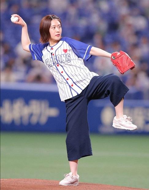 加藤愛アナ始球式